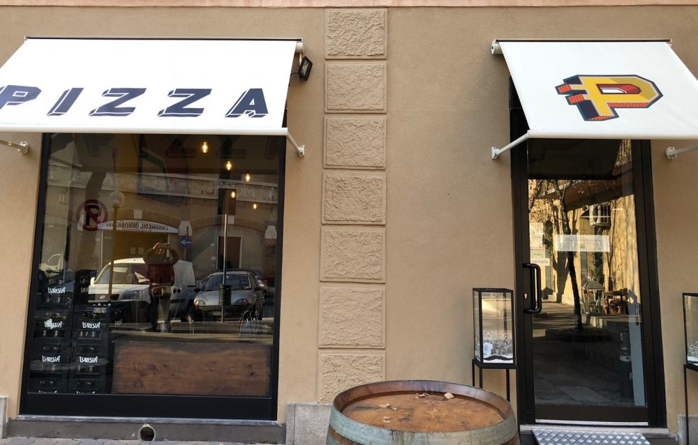 Pizzeria P, ingresso
