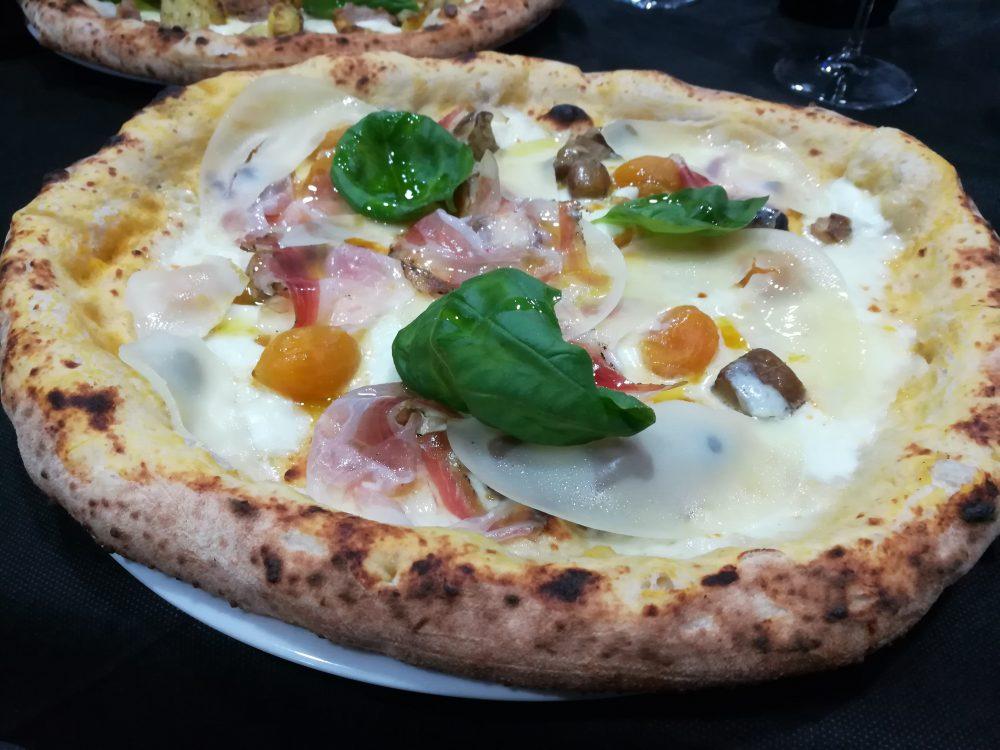 Pizzeria Ricciardi - Il Duetto - Pizza con Porcini, Guanciale e Caciocavallo