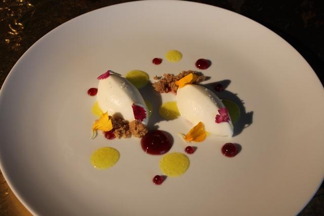Poggio Le Volpi - Cheesecake al limone, fiore di ibisco e crumble integrale