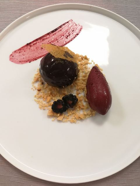 Poggio Le Volpi - Mousse al cioccolato al latte e caramello, arachidi salate e more