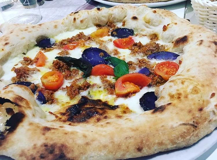 Tre Farine - Pizza Salsiccia e patate viola