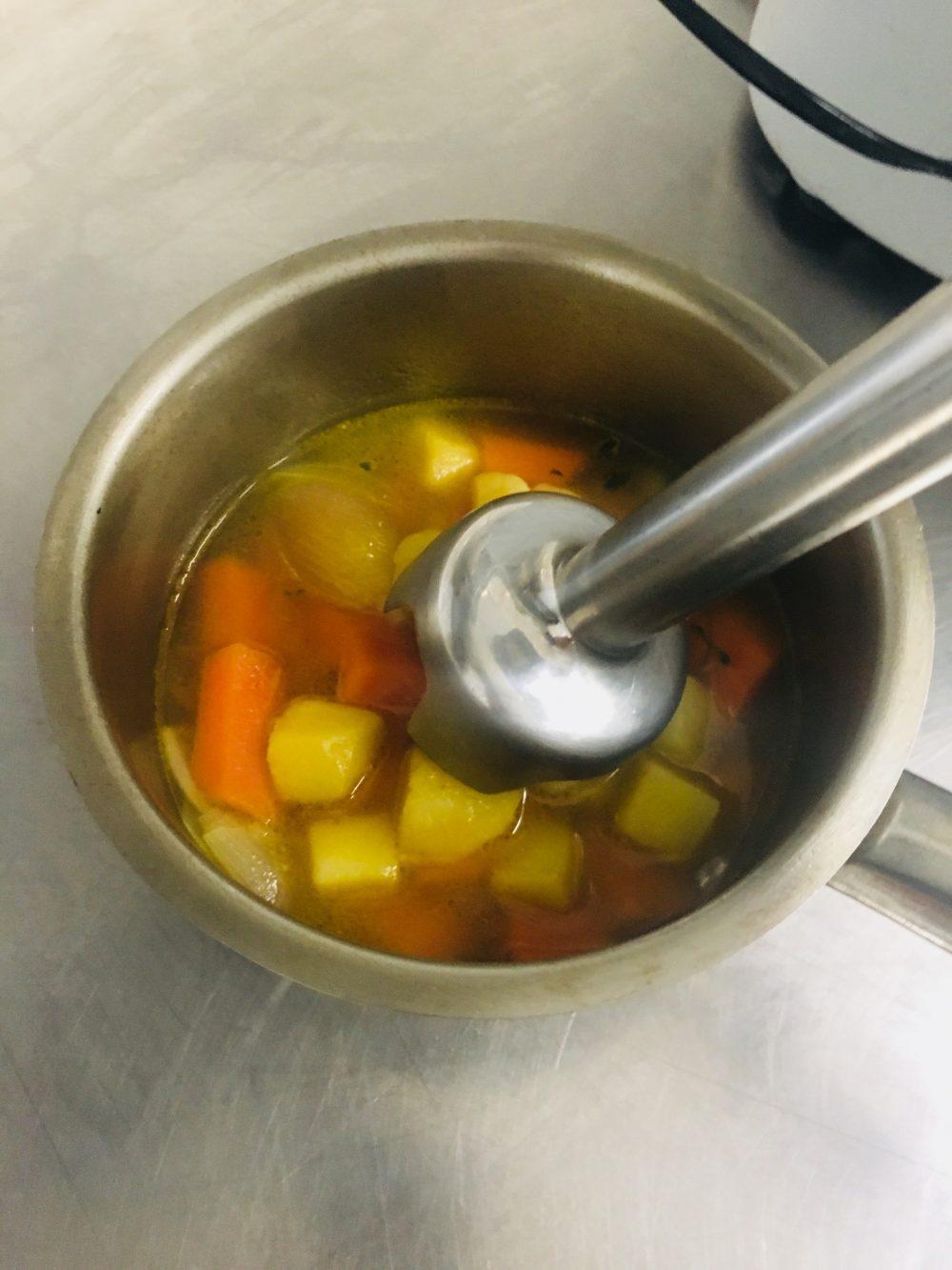 Velluatat di carote al timo con bigne' di curcuma e yogurt greco - preparazione