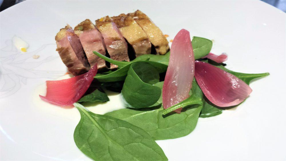 Potafiori - Petto d'anatra di Barberia, crema di burrata, cipolle rosse in agrodolce, spinacino