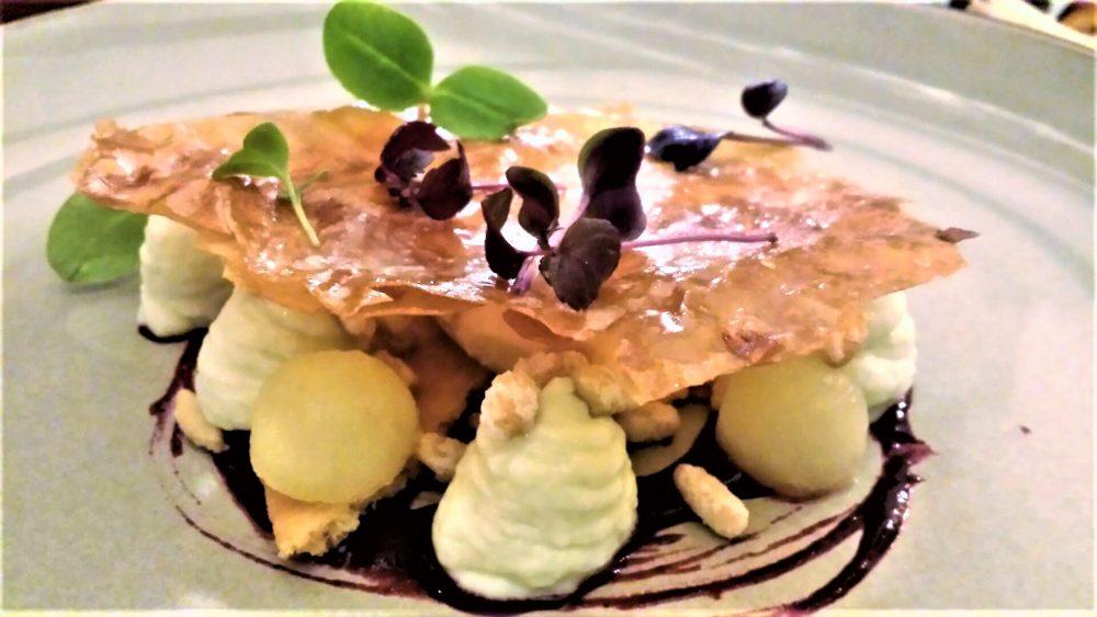Capocotta. Melaviglioso, cremoso alla mela verde, gelato al dulce de leche, sable', uva fragola, pinoli sabbiati