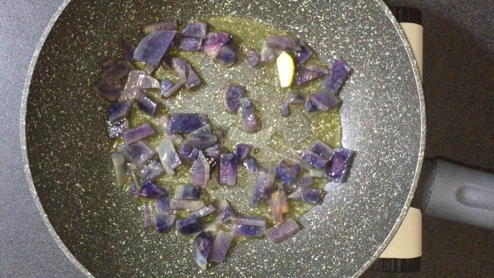 Ravioli con cuore di baccala' e patata viola
