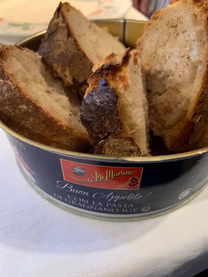 Pane fatto in casa e porta pane
