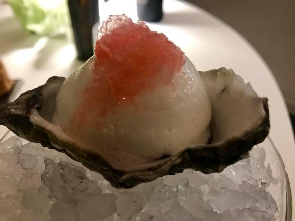 Taverna Estia, Ostrica del golfo di Tortoli, spuma al acqua di pomodoro granita al Campari