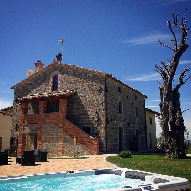 Borgo Santa Cecilia, l'ingresso