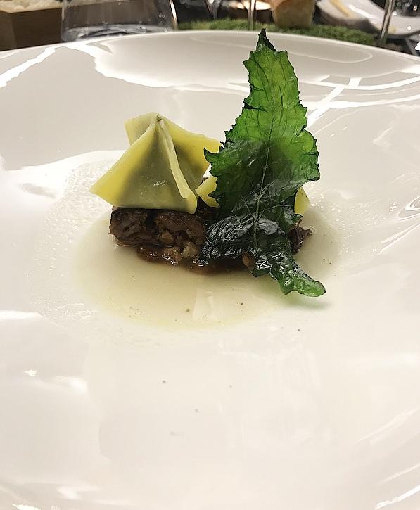 Corso Trieste Restaurant - Tortelli ripieni di minestra maritata con terrina di punta di petto e consomme di cappone