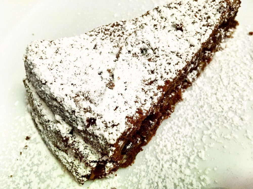 I Faraglioni - L'Intramontabile Torta Caprese