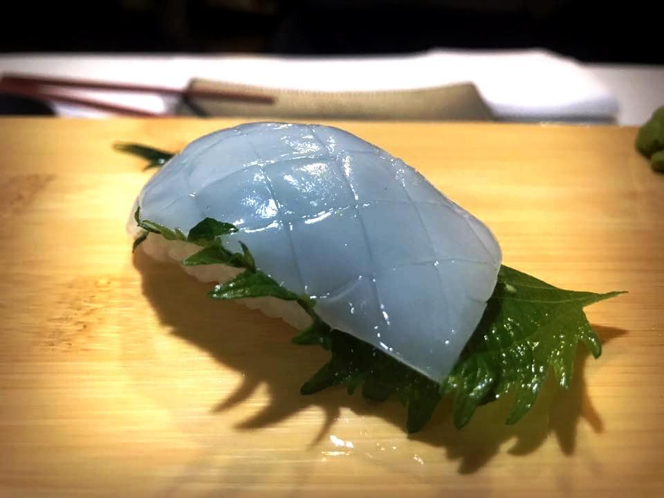 Aka Sushi, Nigiri di Calamaro & Shiso