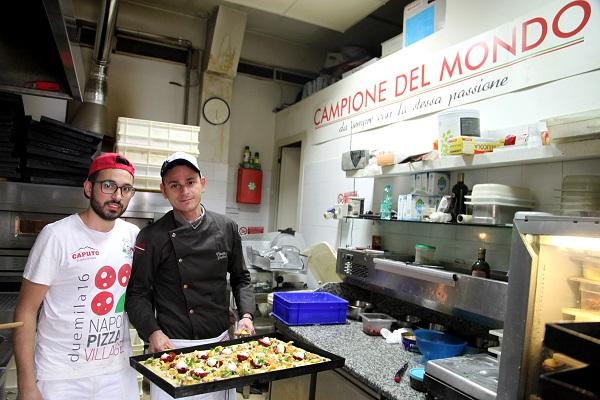 Il Pizzaiolo Vincenzo Gagliardi della pizzeria Arte bianca