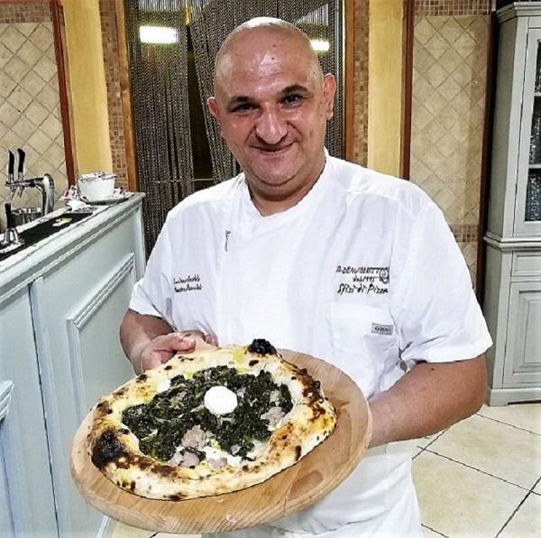 Il pizzaiolo Luciano Freddo della pizzeria il Diavoletto