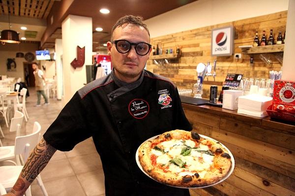 Pizzaiolo della pizzeria Sunrise Pasquale De Matteo