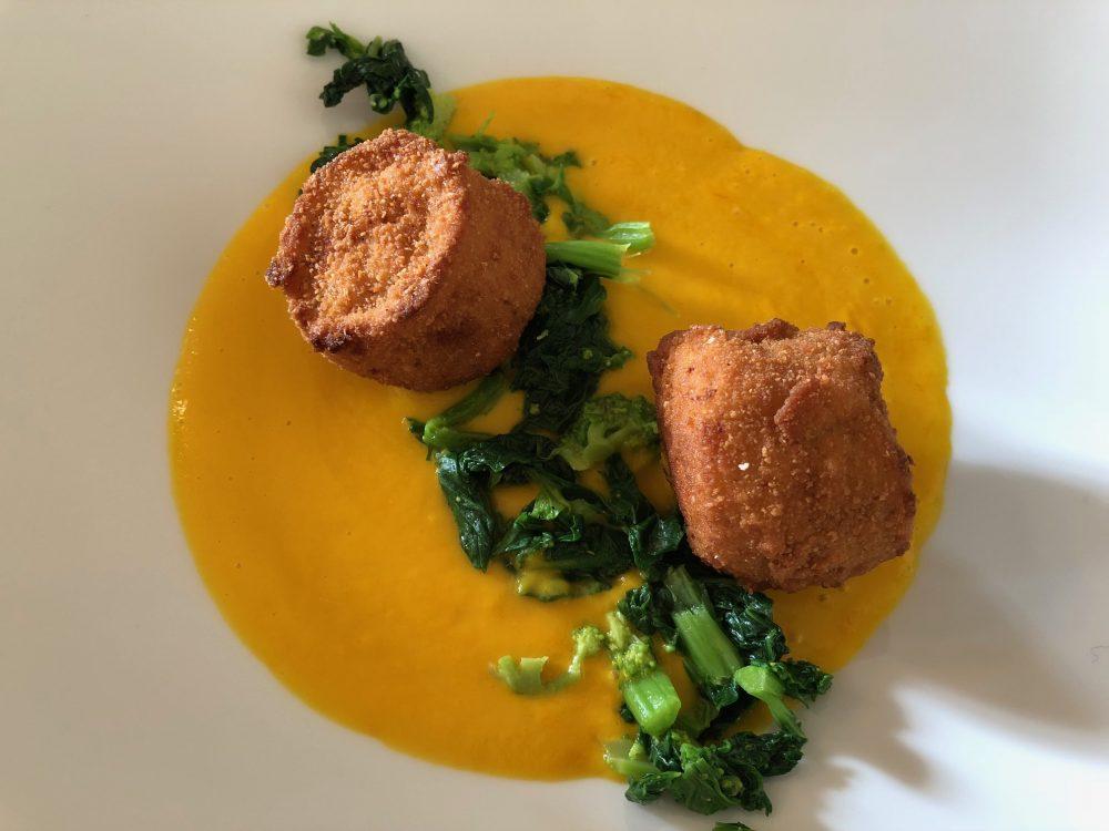 La Piazzetta, crema di zucca e carote con crocchette di salmerino e cime di rapa