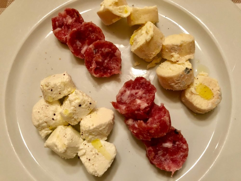 La Piazzetta, formaggini di montevecchia e borroeula