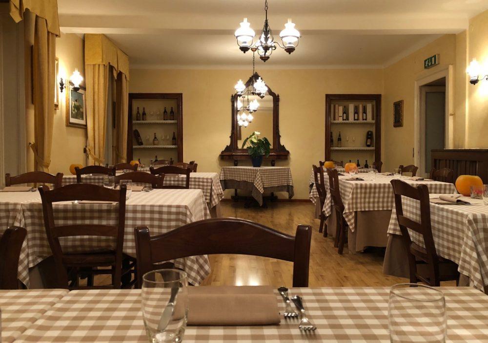 La Piazzetta, la sala con i tavoli comodi e ben distanziati