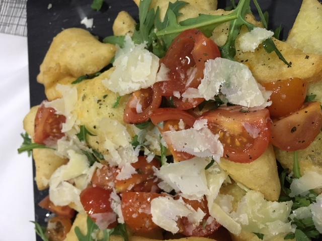 La Spiga, scugnuzzielli con pomodorini, rucola e parmigiano