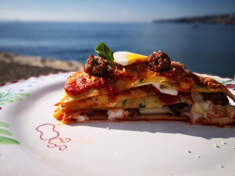 Lasagna Celestina, pasta celestina al basilico con cuore di lasagna napoletana