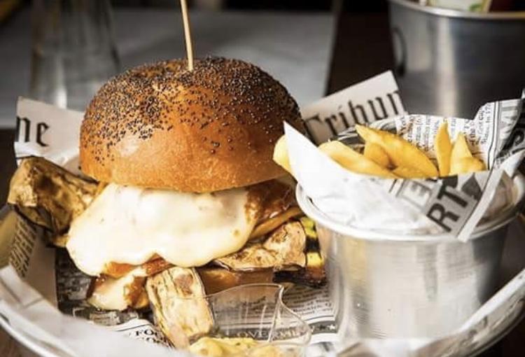 Mannaia - Panino hamburger di chianina, zucchine grigliate e provola di Agerola
