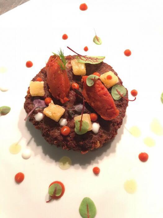 Polpette schiacciate con quenelle di ragu' napoletano