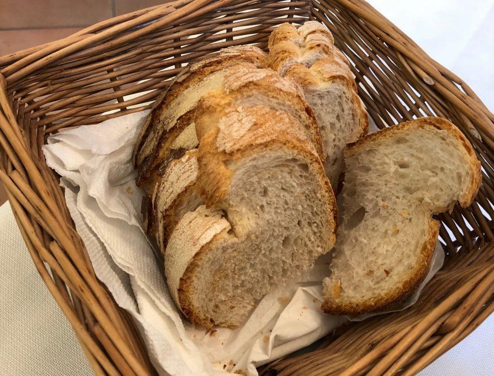 Trattoria Risorgimento, fresco e buono il pane nel cestino