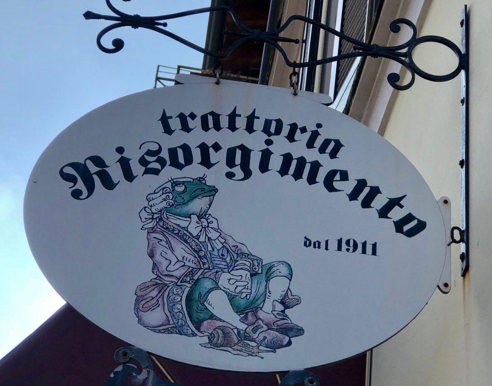Trattoria Risorgimento, insegna datata, ma il locale e' rinnovato