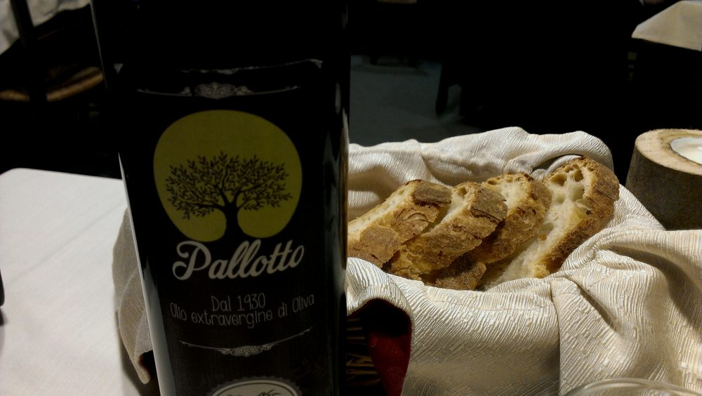 Osteria l'Elfo - extravergine frantoio Pallotto e il pane