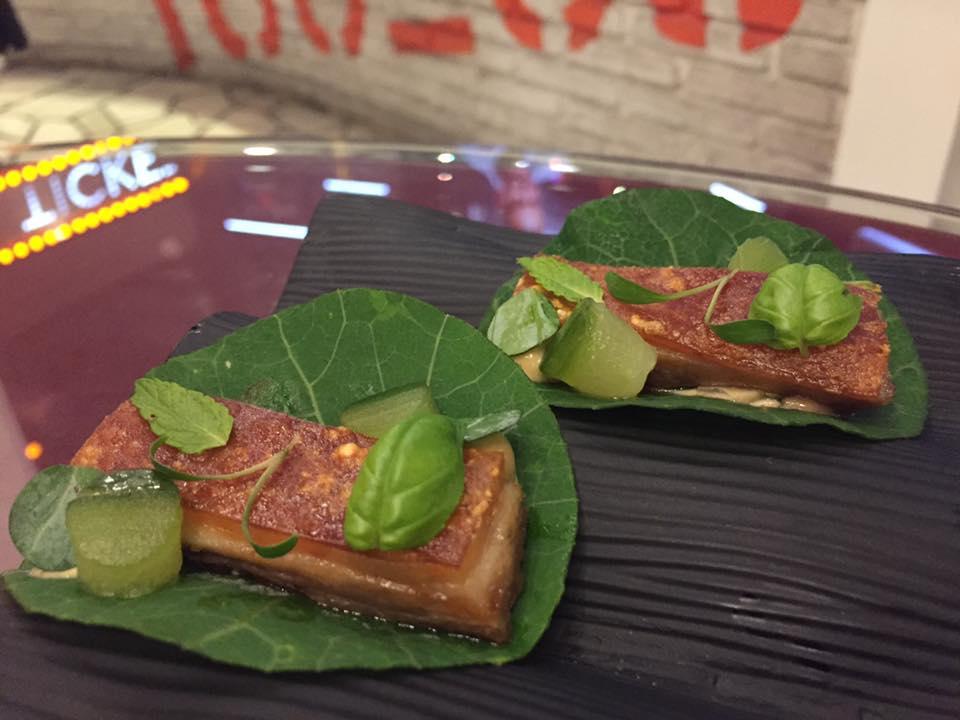 Tickets, tacos di maialino croccante cn foglie di nasturzio