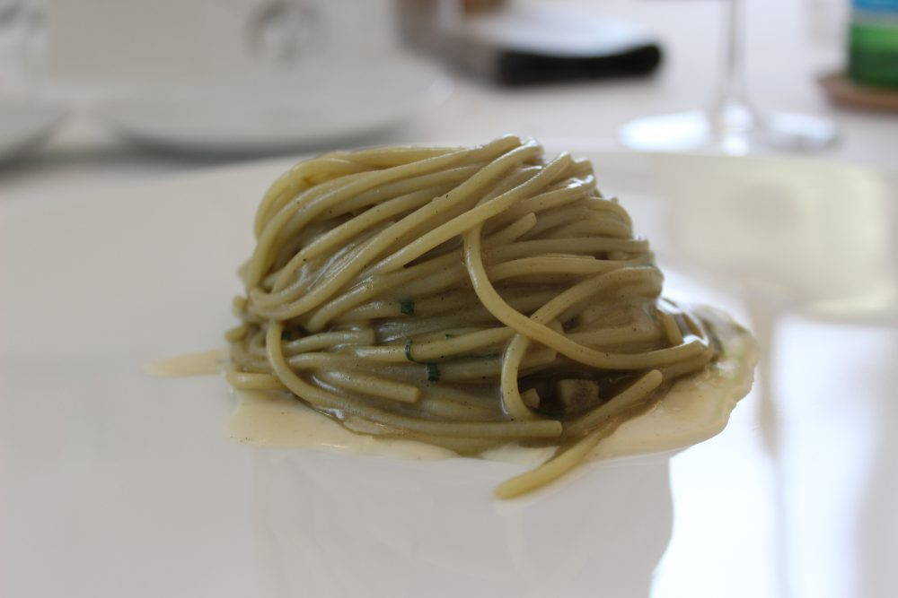 Spaghetto ai carciofi arrostiti, menta, pecorino e pepe