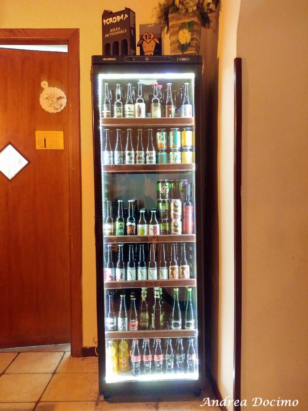 Birstrot, Montesarchio. Il frigo con le birre in bottiglia