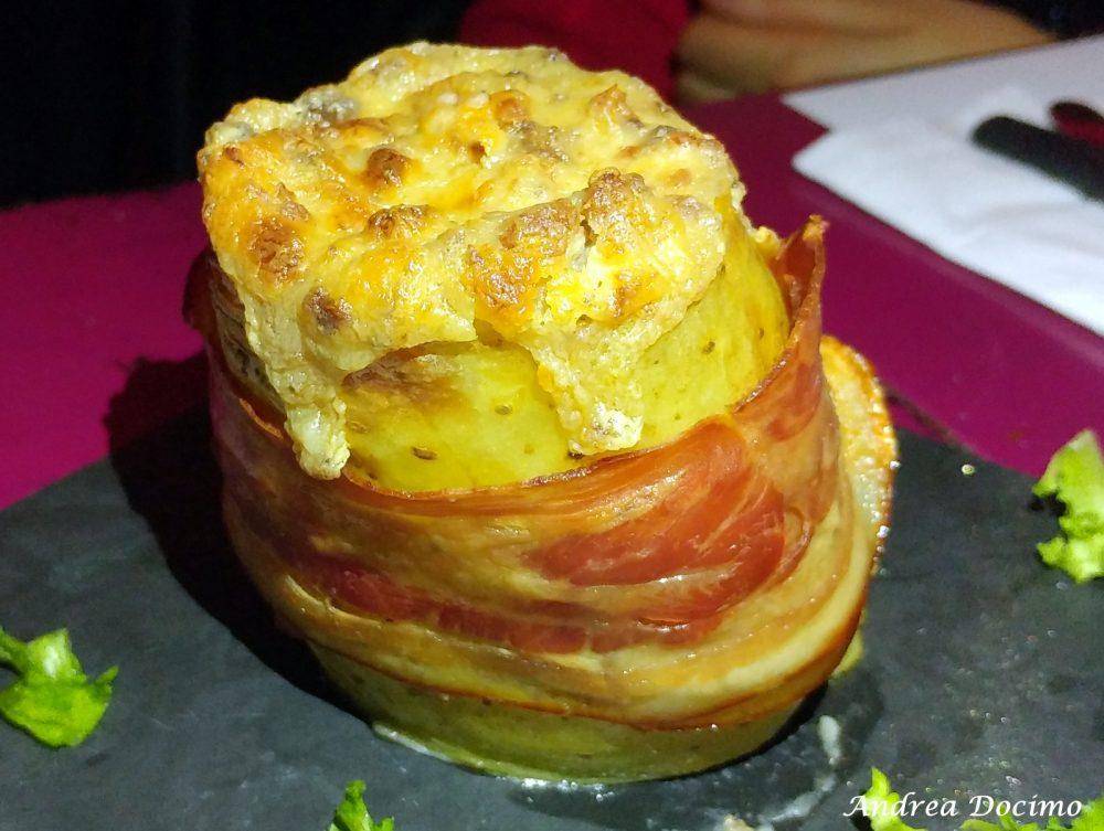 Birstrot, Montesarchio. La patata ripiena e avvolta nel bacon