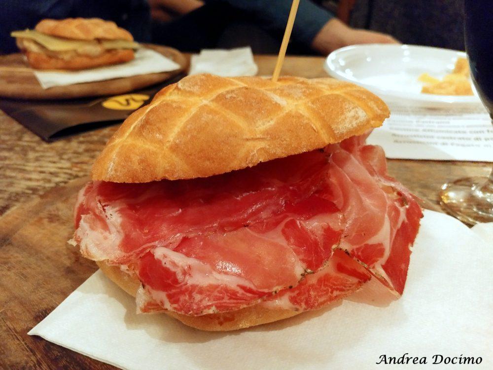 Campania OnTap da Scott Duff a Milano. Il panino con il capocollo di Calitri e il pecorino
