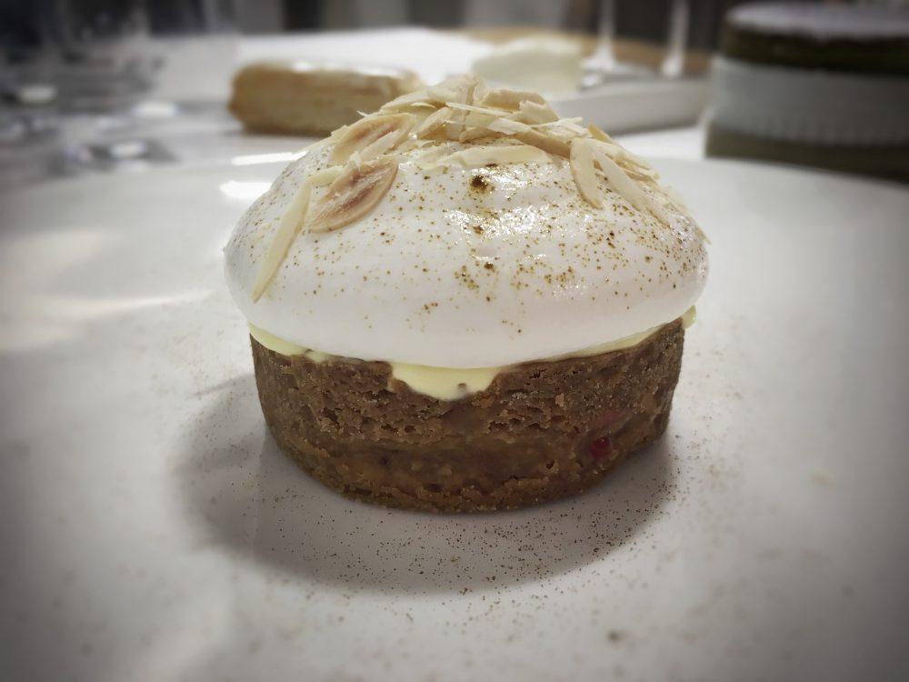 Cristian Torsiello - tartelletta con frolla al caramello bergamotto lampone e spuma di mandorle e liquirizia