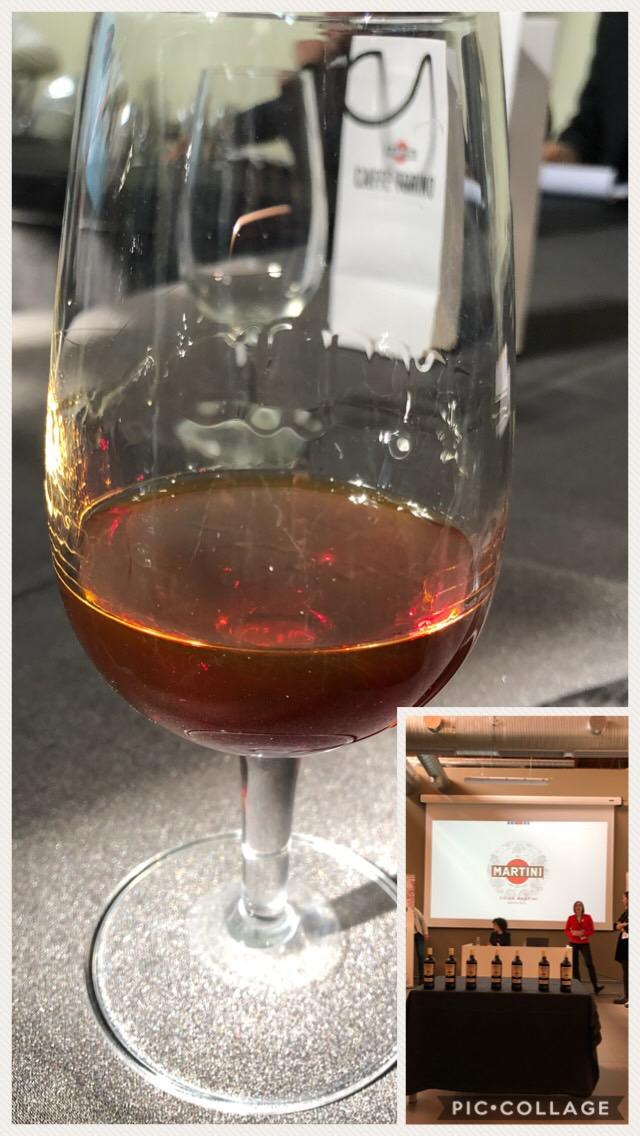 Il colore ambrato scuro della China Martini - L'Amaro