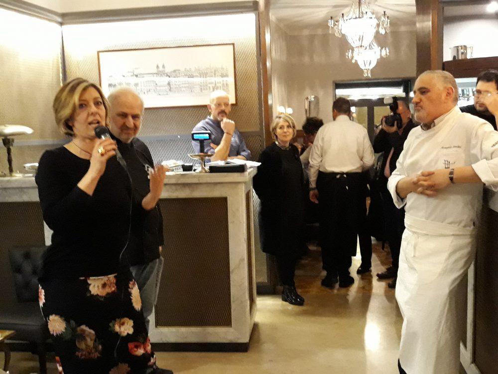 Laura Pachis insieme agli chef