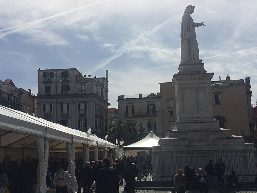 Leguminosa, Piazza Dante