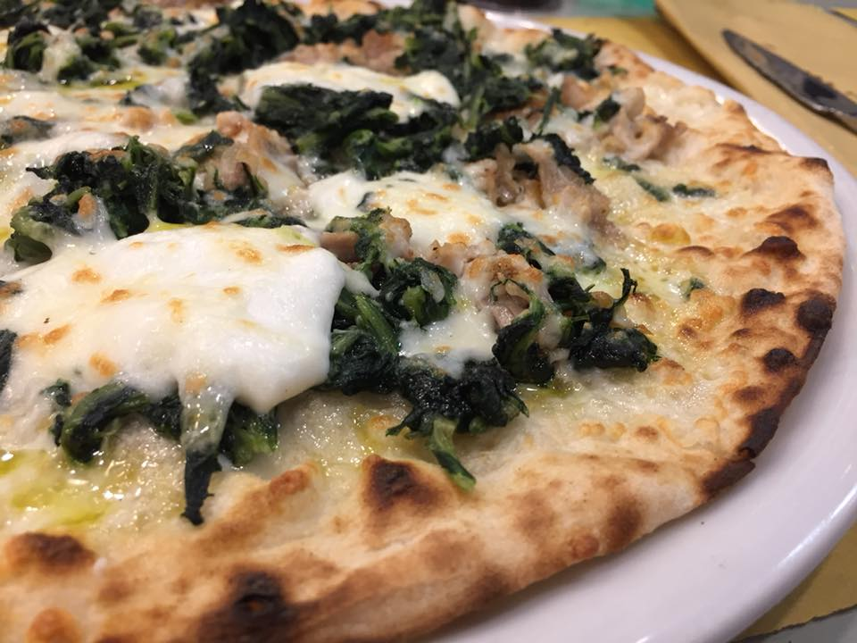 Pizza Romana 180g, zoom su bufala, cicoria e porchetta