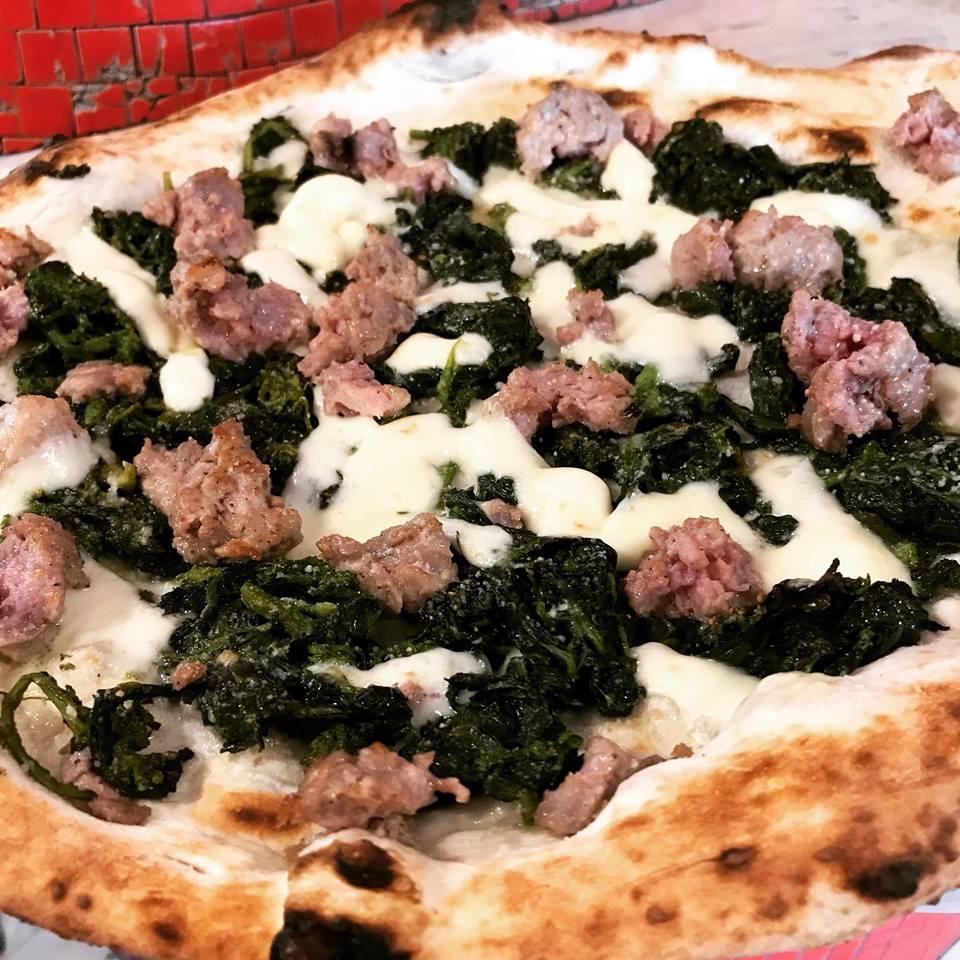 Pizza salsiccia e friarielli - Carmnella