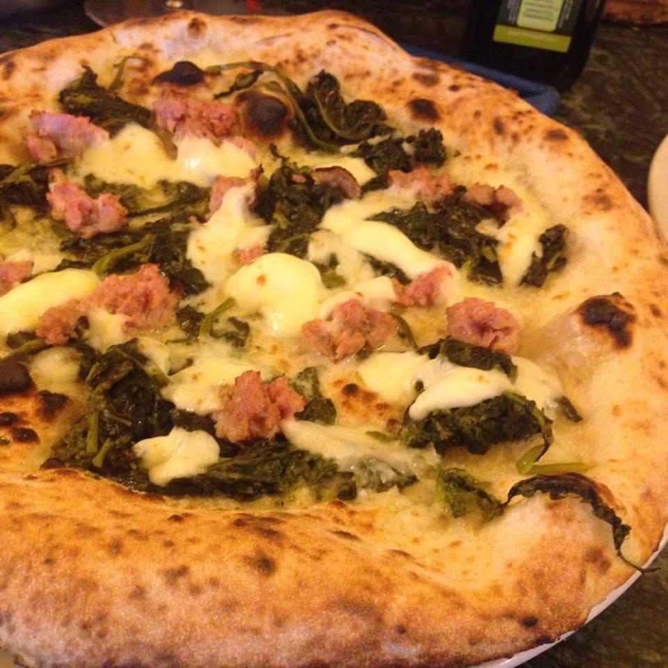 Pizza salsiccia e friarielli - Da Attilio