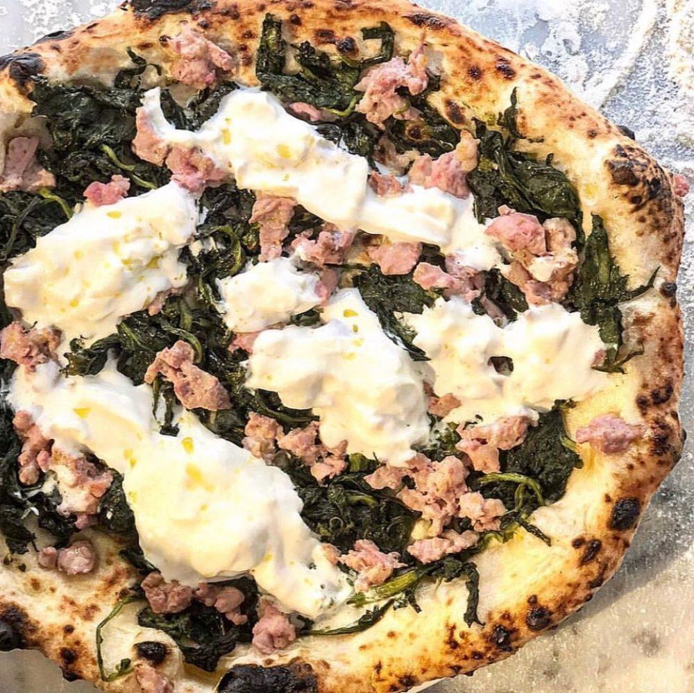 Pizza salsiccia e friarielli - Da Concettina Ai Tre Santi