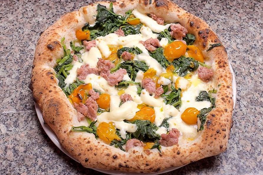 Pizza salsiccia e friarielli - Da Franco
