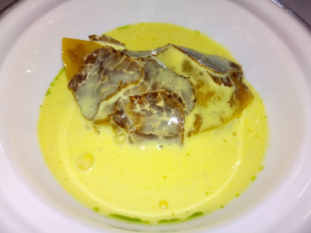 Ristorante Le Trabe Tortelloni ripieni di coniglio grigio di Carmagnola zabaione di parmigiano reggiano 36 mesi e tartufo bianchetto