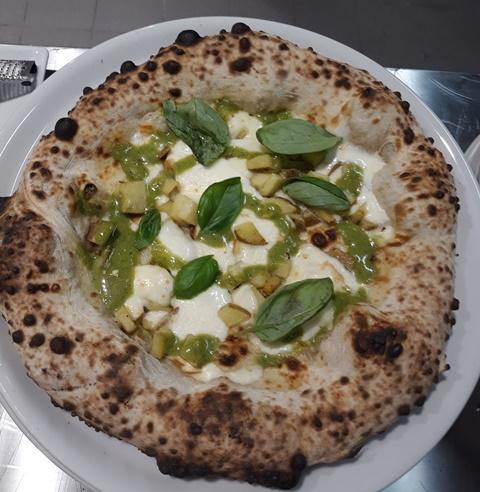 Seu Pizza Illuminati - Le 3 P con fiordilatte, provola affumicata, patate e pesto di basilico