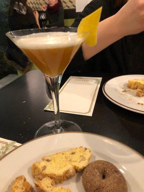 Suburra 1930 - Cocktail Dolce Rione con biscotti secchi