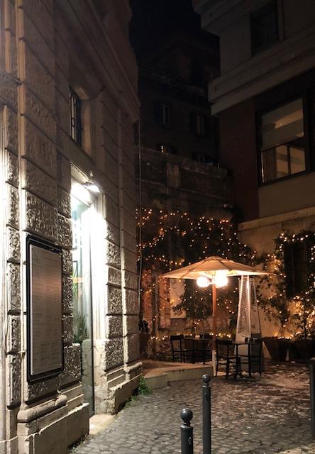 Suburra 1930 - L'entrata del ristorante