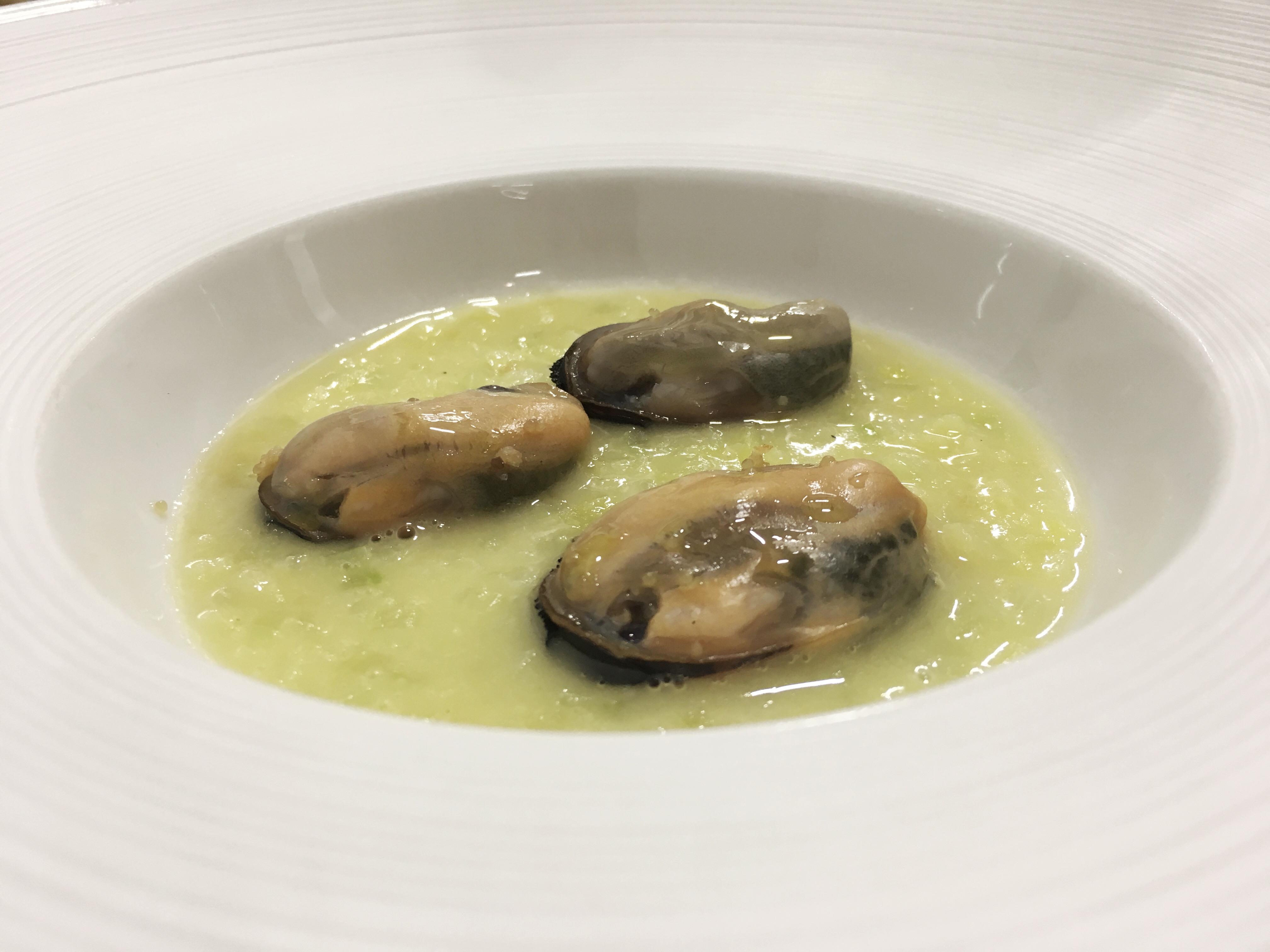 Cristian Torsiello - cozze ripiene di uova di aringa piccanti risotto di patate e sedano e aceto affumicato