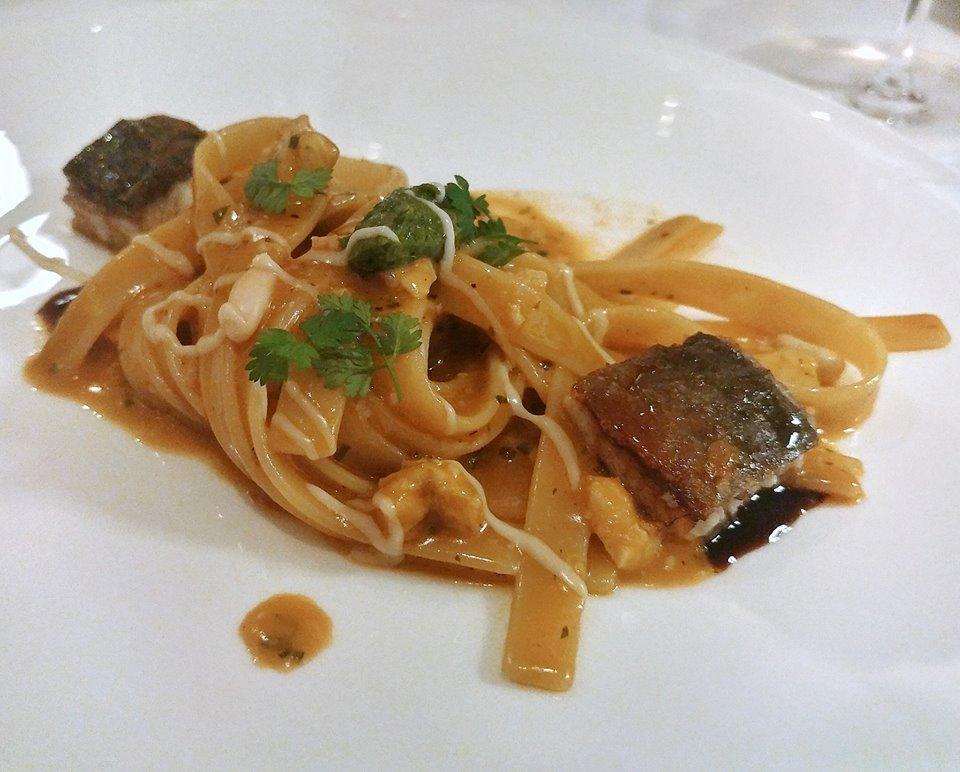 La Torre del Saracino - Fettuccelle con ragu' di anguilla, pinoli, pesto di olive e prezzemolo