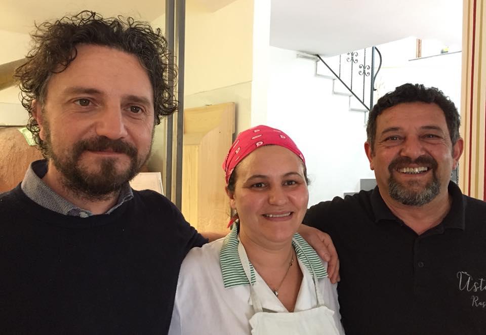 Antonio Pellegrino e Gianni Cammarano con la cuoca Anna