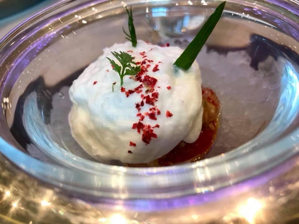 La Terrazza dell' Hotel Gallia, Gamberi rossi, estratto di pomodori e pinoli, spuma di mozzarella di bufala dop